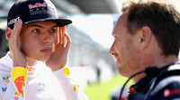 Max Verstappen a Christian Horner v Soči