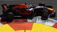Daniel Ricciardo v závodě v Soči
