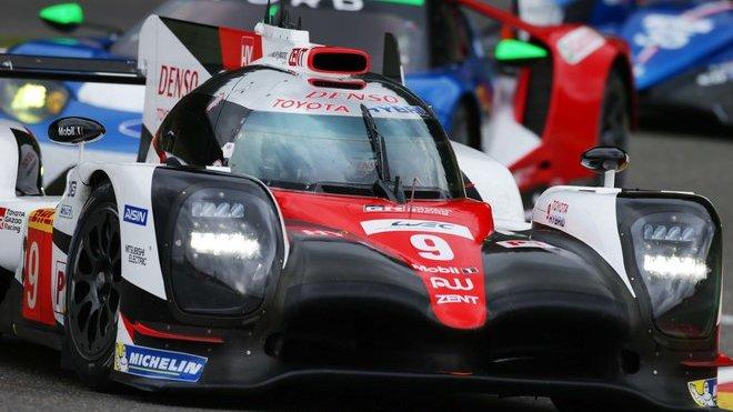 Posádka Stéphane Sarrazin, Nicolas Lapierre, Yuji Kunimoto s prototypem Toyota TS050 Hybrid na okruhu SPA-Francorchamps