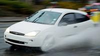 Jízda za deště? Není to jen o schopnosti řidiče. Velmi podstatná je i jiná věc - anotační obrázek