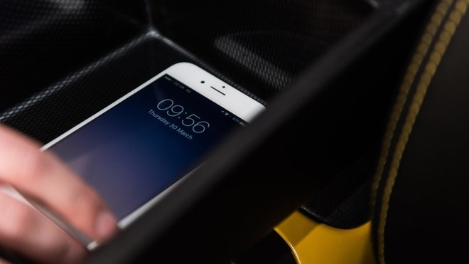 Nissan a opěrka blokující mobilní signál