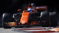 Fernando Alonso s vylepšenou aerodynamikou McLarenu kvůli úvodní kolizi nakonec na body nedosáhl