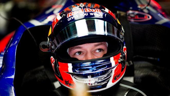 Daniil Kvjat vyšel z kolize v závěru závodu lépe než jeho soupeř
