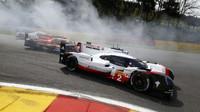 Prototyp Porsche 919 Hybrid s posádkou Brendon Hartley, Earl Bamber, Timo Bernard na trati v belgickém SPA-Francorchamps