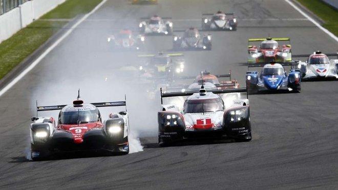 Toyota #9 probrzdila a Porsche #1 má cestu do první zatáčky volnou