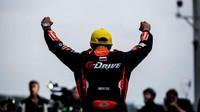Pierre Thiriet z týmu G-Drive Racing se raduje z vítězství v závodě SPA-Francorchamps