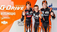 Posádka týmu G-Drive Racing ve složení (zleva) Pierre Thiriet, Roman Rusinov, Alex Lynn
