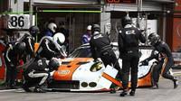 Porsche 911RSR soukromého týmu Gulf Racing s posádkou Michael Wainwright, Nick Foster, Ben Barker
