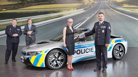 Policie ČR si přebírá BMW i8