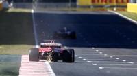Ferrari jiskří při tréninku v Barceloně