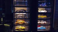 Parkovací dům působí jako automat na sportovní a luxusní vozidla