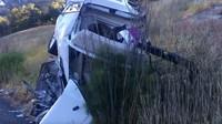 Srolovaný zbytek vozu ležel o několik metrů dál