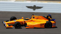 Fernando Alonso se chystá na závod ve Staré cihelně