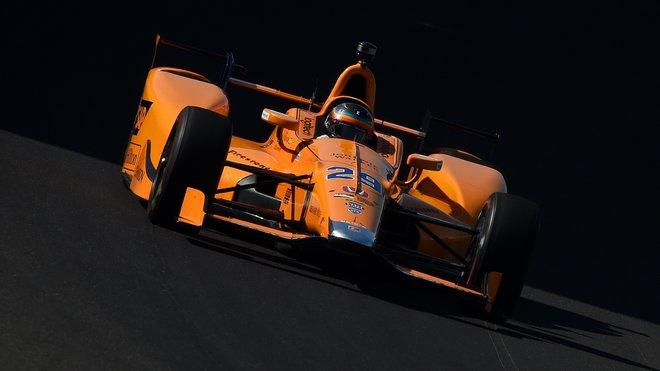 Fernando Alonso během tréninku v Indianapolis
