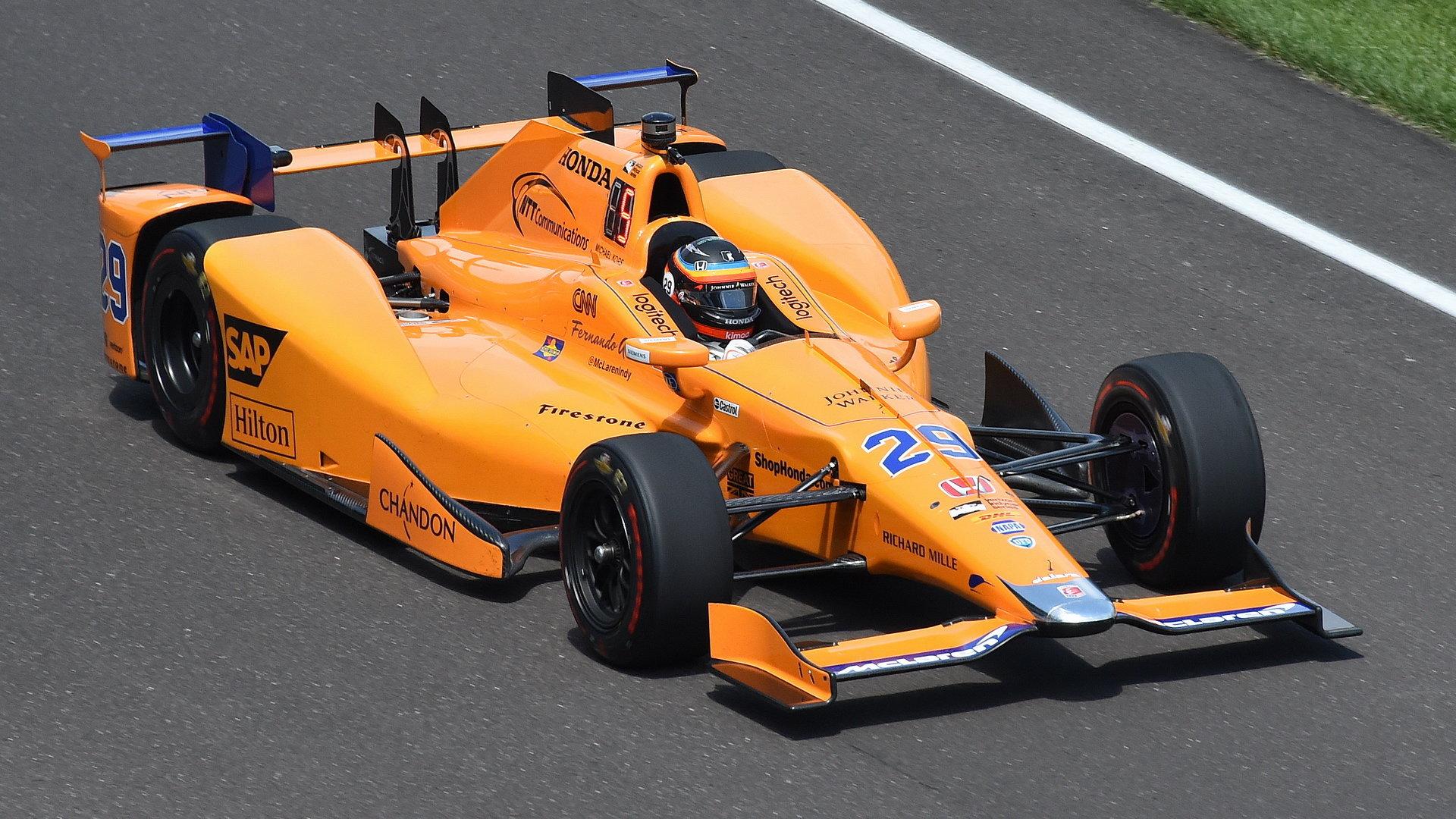 Papájově oranžový vůz, s nímž se loni zúčastnil slavné pětistovky v Indianapolis