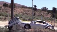 Silniční závod ukončila nehoda, která doslova rozpůlila Ford Mustang