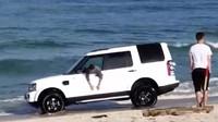 Land Rover Discovery málem zůstal napospas oceánu