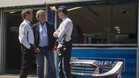 V družném rozhovoru v Portugalsku trojice Sébastien Ogier, Carlos Sainz a Malcolm Wilson