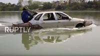 Mechanik si doma postavil funkční obojživelné vozidlo