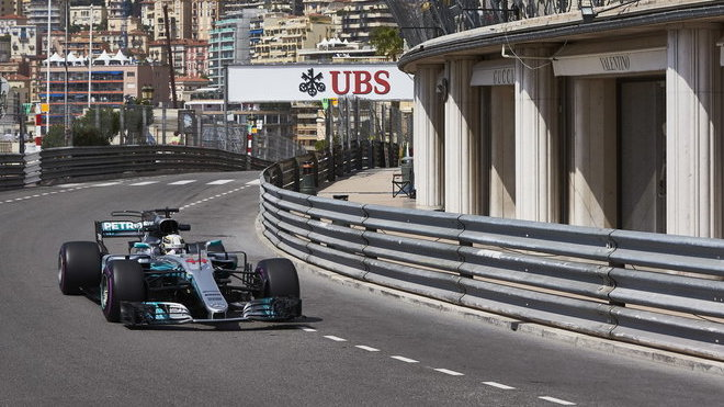 Lewis Hamilton skončil loni v Monte-Carlu až na sedmém místě