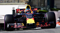Daniel Ricciardo v Monaku porazil Mercedesy a skončil na pódiu