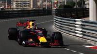 Piloti Red Bullu v úvodním tréninku porážejí Hamiltona, Alonso prostál většinu času v boxech - anotační foto