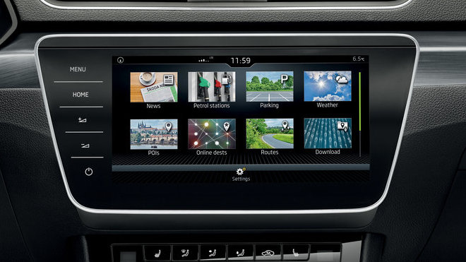 Infotainment panel ve voze Škoda Superb