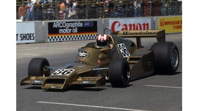 Rolf Stommelen za volantem Arrows FA1 Ford při GP USA západ 1978 v Long Beach