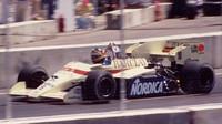 Belgičan Thierry Boutsen za volanten Arrows A7 BMW turbo při GP USA 1984 na okruhu v Dallasu