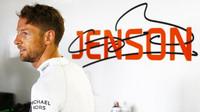 Je smlouva s McLarenem trefou do černého nebo krokem zpět, ptá se Button - anotační foto