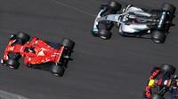 Rivalita Vettel - Hamilton získává na obrátkách (Ilustrační foto)