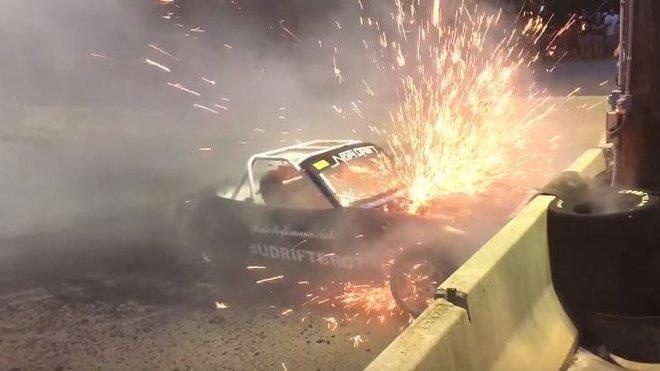 Mazda Mx-5 s motorem V8 nevydržela idiotské chování řidiče