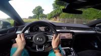 Volkswagen Arteon R-Line z pohledu řidiče za jízdy