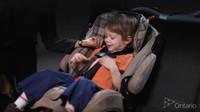 Bezpečnostní sedačky jsou nezbytným doplňkem pro cestování s malými dětmi. Šetřit se na nich rozhodně nevyplácí