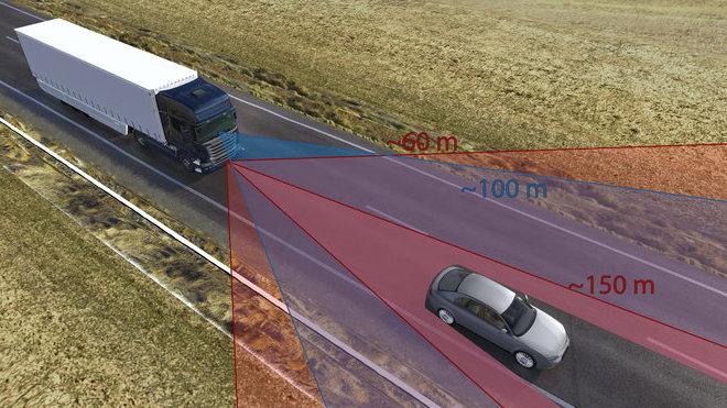 Autonomní brzdový systém neustále sleduje dění před vozidlem