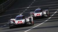 Prototypy Porsche 919 Hybrid na trati závodu 24 hodin Le Mans