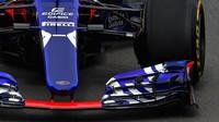 Přední křídlo Toro Rosso STR12 - Renault při tréninku v Kanadě