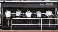 Pitwal týmu Mercedes při tréninku v Kanadě