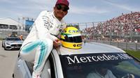 Lewis Hamilton se raduje po úspěšné kvalifikaci v Kanadě