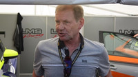 Jedna z mnoha osobností v paddocku: ex-mistr světa rallye Juha Kankkunen se přijel podívat na výkony svého syna v TCR.