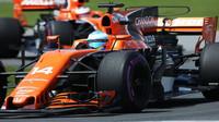 Mercedes nás nespasí a ve startovním poli se dočkáme řady změn, hlásá Alonso - anotační foto