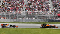 Fernando Alonso a Stoffel Vandoorne v závodě v Kanadě