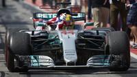 Lewis Hamilton se raduje z zvítězství v závodě v Kanadě