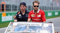 Max Verstappen si přisedl k Sebastianovi Vettelovi při prezentaci před závodem v Kanadě