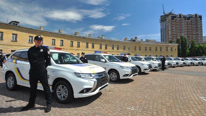 Ukrajinská policie si přebrala 635 nových Mitsubishi Outlander PHEV