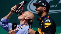 Daniel Ricciardo si užíval chvíle na pódiu po závodě v Kanadě