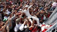 Lance Stroll se raduje z prvních bodů po závodě v Kanadě