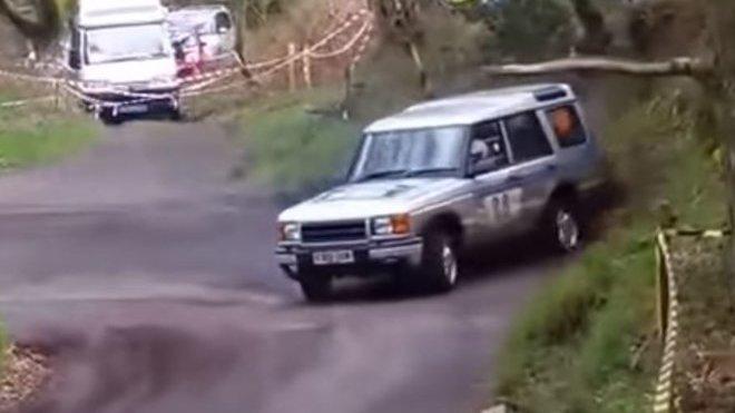 Driftující Land Rover s motorem z BMW M3