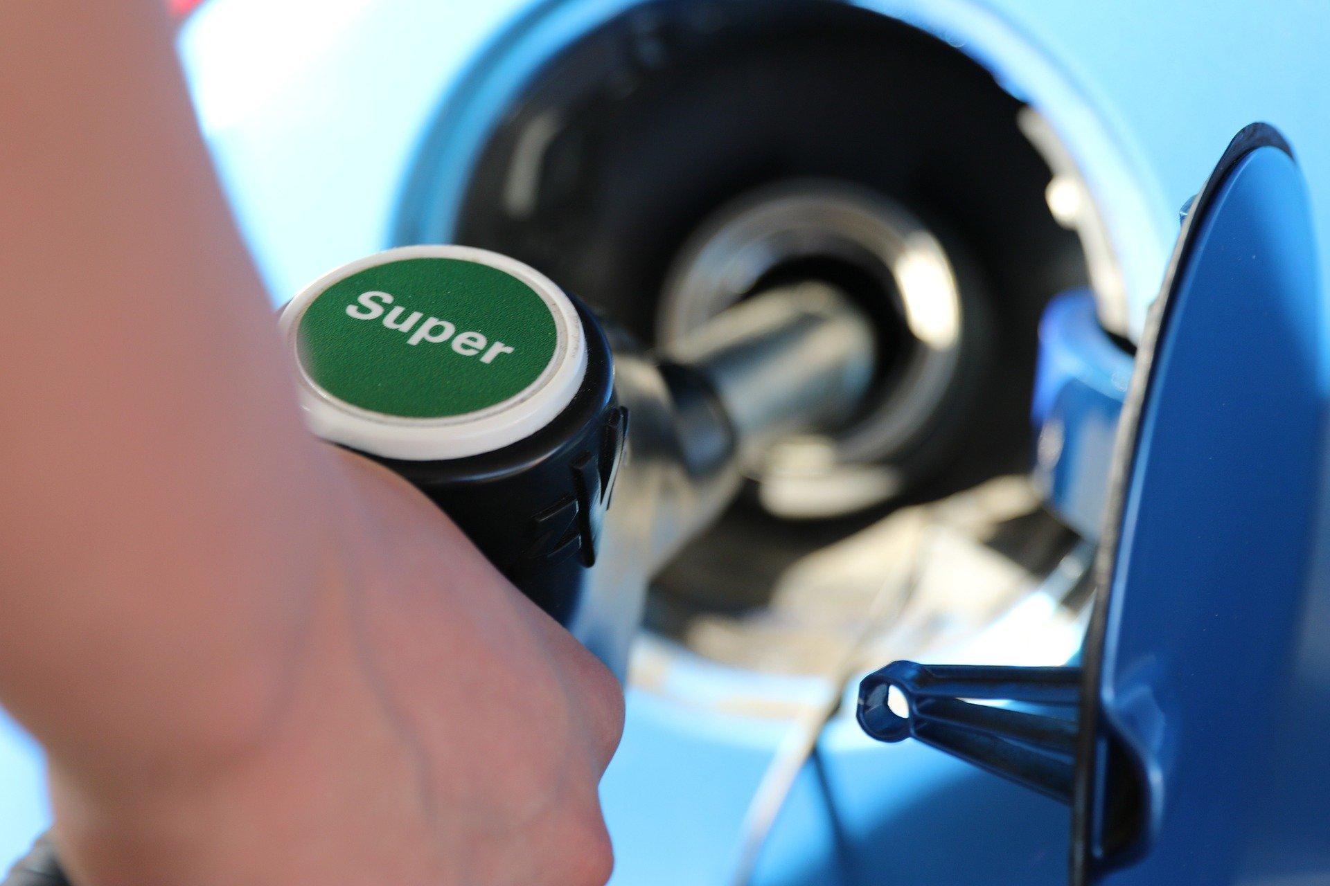 Předpověď vývoje cen benzínu a nafty. Analytici to vidí jasně - anotační obrázek