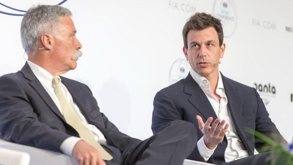 Chase Carey (vlevo) vysvětluje, že investují do budoucnosti lepší Formule 1